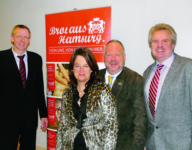 Erfolgreiche Aktionen beflügeln. Zufrieden gehen Obermeister Jan-Henning Körner (von links) und die Vorstandskollegen Katharina Daube, Heinz Hintelmann und Dirk Hansen aus der Verbandssitzung.
