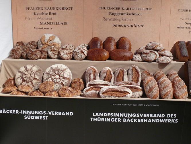 Brotspezialitäten aus der Pfalz und aus Thüringen.
