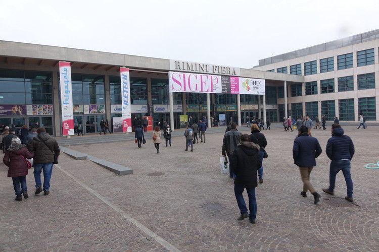 Haupteingang der Messe Rimini: Bei eisigen Temperaturen zur Speiseeis-Messe.