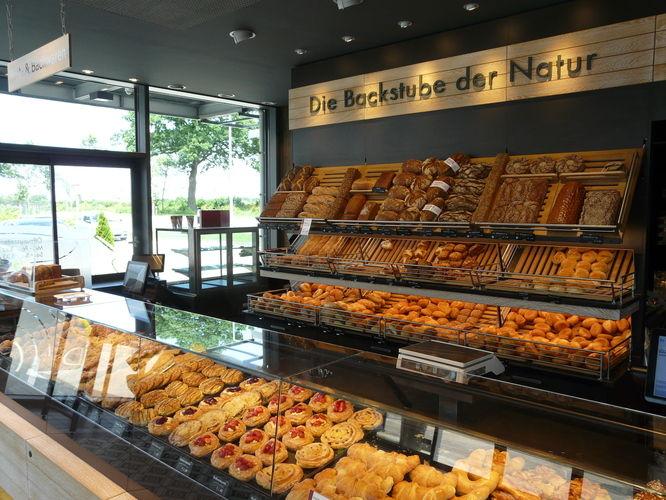 Unser Redakteur Andreas Richter hat die Braaker Mühle in Braak besichtigt, die unter anderem auch Biomehl herstellt und Backwaren in der eigenen Bäckerei verkauft.
