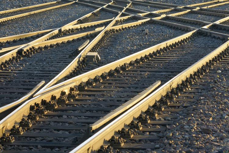 Auf dem Weg zum Jahreswechsel gilt es, steuerlich das richtige Gleis zu nehmen.