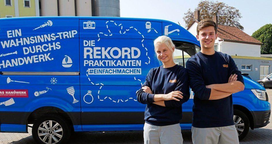 """Charlotte (20) und Marvin (19) sind als """"Rekordpraktikanten"""" auf ihrem Roadtrip durchs Handwerk in Deutschland unterwegs."""