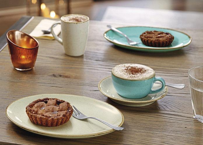 Das Auge isst mit: Teller und Tassen sollten zum Produkt passen, das auf ihnen serviert wird. Für den Bäcker spielen zudem Wertigkeit des Produkts und damit die Haltbarkeit eine wichtige Rolle bei der Anschaffung.