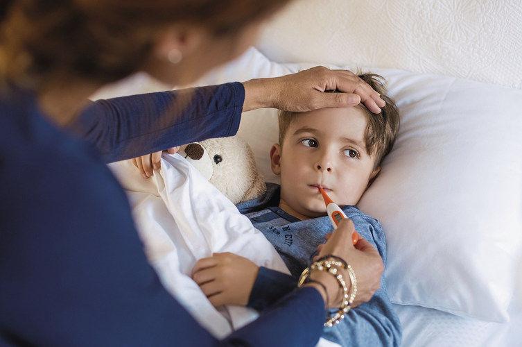 Wenn Mitarbeiter ihre kranken Kinder betreuen, fallen sie für die Betriebe aus.