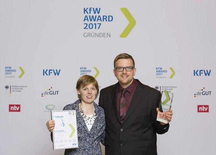 Gewinner: Tanja und Ingmar Krimmer bei der Preisverleihung in Berlin.