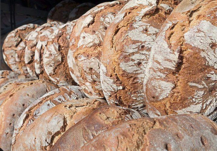 Aus Holzofenbrot wie diesem hier hat die Bäckerei Otto einen Brot-Brand hergestellt.