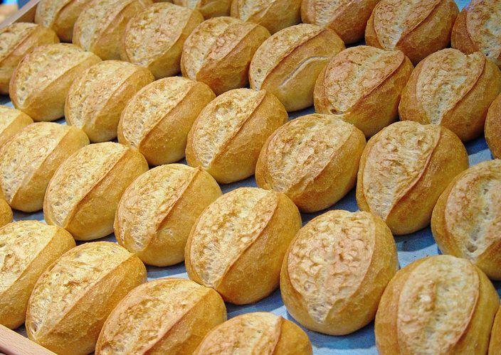 Bäcker sind gezwungen, mehr Geld für ihre Produkte zu verlangen. Den Anfang machen Brötchen.