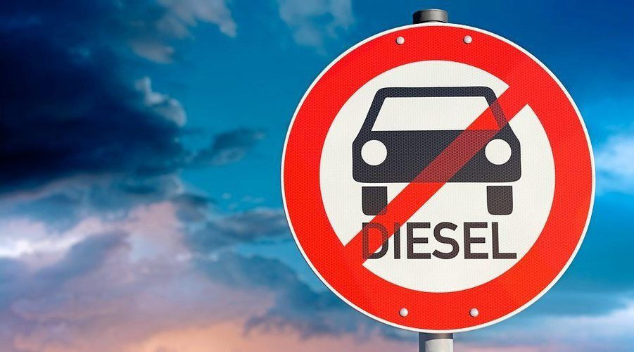 Fahrverbote drohen. Der Zentralverband fordert lange Übergangsfristen für ältere Dieselfahrzeuge.