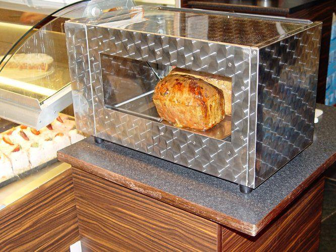 Einbrecher hatten den vorbereiteten Fleischkäse mit Reinigungsmitteln übergossen.