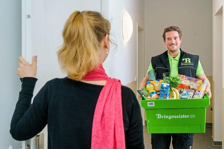 In Berlin und München werden die im Flugzeug bestellten Lebensmittel bis nach Hause geliefert.