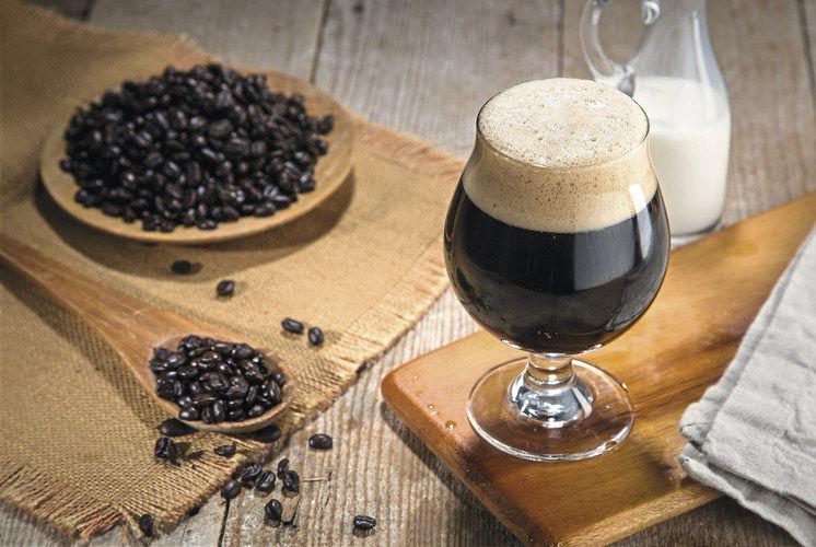 Nitro Coffee: Das mit Stickstoff versetzte und kalte Kaffeegetränk, eiskalt serviert, wird immer beliebter.