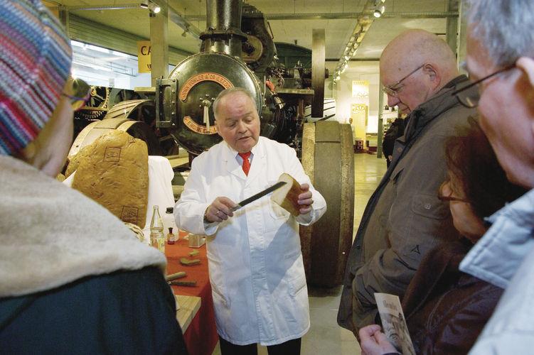 Hatte viel zu erklären: Bäckermeister und Brotprüfer Heinz-Peter Kohlgrüber.