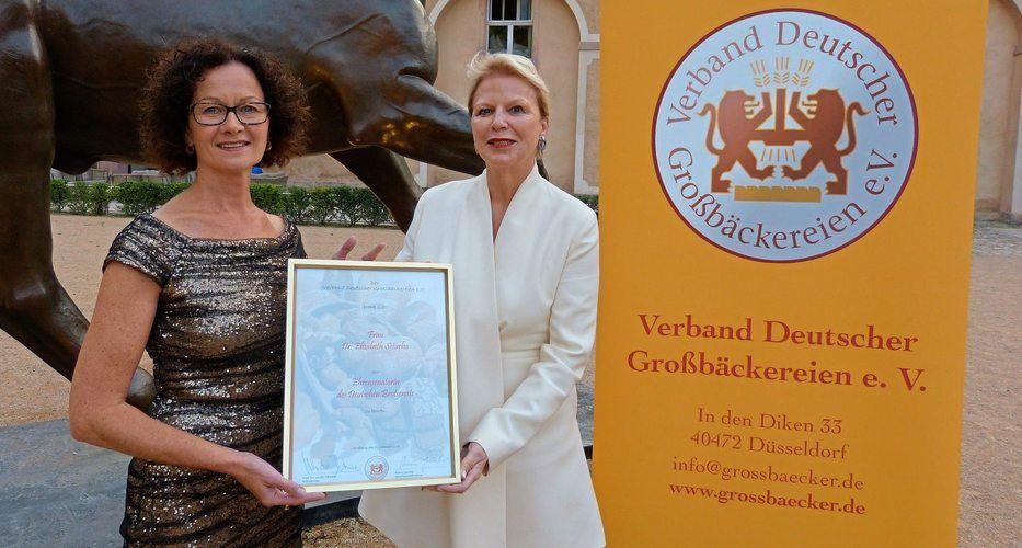 Elisabeth Sciurba (links) Die neue Brotsenatorin mit Ulrike Detmers  Präsidentin des Verbandes Deutscher Großbäckereien.