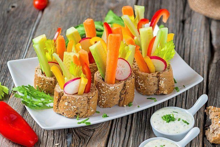 Individualität ist gefragt: Auf Brot drapiertes Gemüse als kleine Happen.