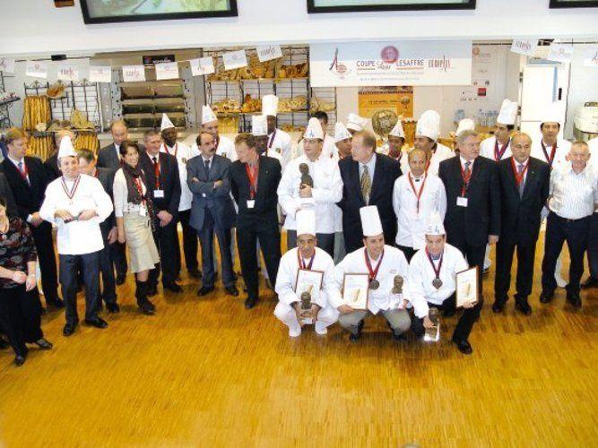 Siegerehrung beim Cup Lesaffre: Im Vordergrund das Team aus Marokko, das auf der Europain in Paris mit weiteren 11 Mannschaften bei der Weltmeisterschaft der Bäcker antreten wird. <tbs Name=