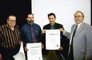 Obermeister Gerhard Sailer, rechts, konnten den Betrieben Herbert Benhelm und Hartmut Bauer zum 75-jährigen Jubiläum gratulieren. Die Bäckerei Ade wurde zum 50-jährigen Betriebsjubiläum mit der Urkunde ausgezeichnet. F