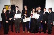 Doreen Seidel (3.v.l.), Stefan Braune (4.v.l.) und Jeanette Matthias (5.v.l.) erhielten als beste Jung-Bäckermeister der Bäckerfachschule Dresden die Förderpreise der sächsischen Bäko-Genossenschaften.