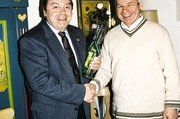 Sängerpräsident Wilfried Suttner gratulierte Obermeister Josef Kerner nachträglich zum 60. Geburtstag (von links).