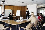Wiesheu Ausbildungskoordinator Felix Bacher erläutert die Vorgehensweise des ganztägigen Auswahlverfahrens.