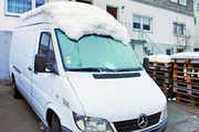 Die Scheiben frei, aber Schnee auf dem Dach – so darf nicht gefahren werden.