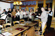 """Der Sängerchor """"Kornblume"""" der Bäckerinnung Darmstadt brachte auch zur 112. Generalversammlung Ausschnitte aus seinem Repertoire zu Gehör."""
