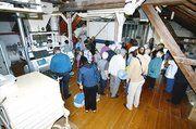 Eine der vielen Besuchergruppen bei der Führung durch die Schloßmühle.