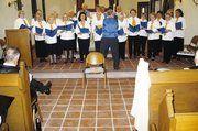Heiter beschwingt präsentierte sich der gemischte Chor der Bäckerinnung Braunschweig unter der Leitung von Willi Aernemann.