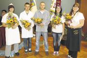 Gehören zu den besten des Jahrgangs: Bäckergesellin Alexandra Mächtig (links) und Fachverkäuferin Sindy Steinert (rechts).