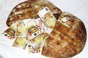 Brot hat sich als denkbar ungeeignet für die illegale Einfuhr falscher Euroscheine aus Litauen erwiesen.