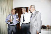 Von links: Erwin Pitzinger (Vorstand Heidenheim) Mannschaft 1. Platz; Erwin Arnold (Ehrenpräsident); Fritz Brückbauer (Vorstand)