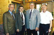 Geschäftsführer Hans Graf mit den Obermeistern Josef Wiesbeck (Kehlheim), Josef Magerl (Regensburg) und Bernhard Nuber (Schwandorf) in der Hauptversammlung der Bäckerinnung Regensburg.