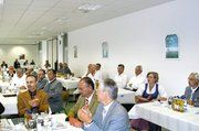 Zur Jahresversammlung der Bäckerinnung München in Taufkirchen waren neben Vertretern aus 20 Mitgliedsbetrieben auch zahlreiche Ehrengäste erschienen. Im Mittelpunkt der Versammlung stand das Thema Öffentlichkeitsarbeit.