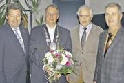 Nach der Neuwahl (von links): Werner Bastin, Geschäftsführer der Kreishandwerkerschaft Hellweg-Lippe, Obermeister Detlef Kunkel, Ehren-Obermeister Bernhard Amelunxen und stellv. Obermeister Josef Christiani.