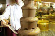 Attraktion ist der Schoggi-Brunnen mit fließender Schweizer Milchschokolade.