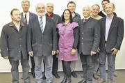 Der wiedergewählte Vorstand der Bäckerinnung Straubing mit Obermeister Max Artmeier (4. von rechts) und Kreishandwerksmeister Jürgen Tanne (3. von links) sowie Schulleiter Johann Dilger (2. von links). F oto: Schuller