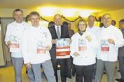 OM Jan-Henning Körner, Vorstand Dirk Hansen, GF Heinz Essel, Solvey Hansen, Gastgeber Hartwig Böse und Hartmut Körner (von links).