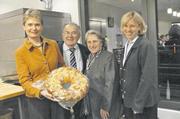 Staatssekretärin Friedlinde Gurr-Hirsch (von links), Seniorchef Richard Veit mit Ehefrau Adelheid und Geschäftsführerin Erdmute Veit-Murray.