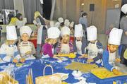 Das Mainzer Bäckerhandwerk unterstützte die kleinen Bäcker dabei, für Senioren Plätzchen zu backen.