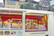 Publikumswirksamer Höhepunkt war der Verkauf dieser Brote im Bäko-Mobil auf dem Marktplatz. Auch die örtliche Presse berichtete ausführlich.