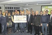 Die an der Aktion beteiligten Bäcker mit Vertretern der AOK und Jung- Zeelandia, einem der Sponsoren.