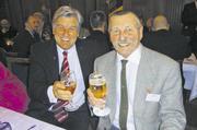 Auf der Jahresschlussversammlung 2010 der Handwerkskammer Hamburg war das Bäckerhandwerk hochrangig vertreten durch Zentralverbandspräsident Peter Becker (links) sowie Otto Jandl, Meisterprüfungsausschussvorsitzender und Ehrenmitglied der Bäckerinnun