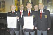 Geehrt für lange Mitgliedschaft (vorn, v. l.): Günter Kaiser, Manfred Schmidt, Gerhard Jensen. Dahinter Hartmut Körner (l.) und Horst Heinrich.