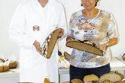 Prüfer Andreas Rott und Irmengard Rossingoll, die Geschäftsführerin der Bäckerinnung und der Bäko Bad Reichenhall
