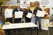 Sie freuten sich über die Urkunden als Nachweis für die hoher Qualität der gestesteten Backwaren (von links): Alexander Knierim, Ludwig Schmitt, Horst Knapp mit Qualitätsprüfer Michael Isensee.