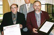 OM Diedrich Krüger (Mitte) dankte Evert Druivenga (links) und Muko-Ernst Lindert für ihr Engagement im Bäckerhandwerks.