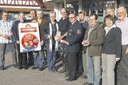 """Auf der Versammlung in Aglasterhausen stellte die Bäckerinnung Mosbach das """"Florians-Brot"""" als ihre neueste Aktion für einen guten Zweck vor."""