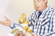 Karl Gräf stellte den Fürther Bäckern sein Innungs-Ährenbrot vor.