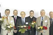 Der neu gewählte Vorstand mit (von links) Landesinnungsmeister Hans-Joachim Blauert, Rolf-Michael Schmidtke, Werner Klinkmüller, Hartmut Spaethe, Uwe Mahlkow, Harald Prohassek und Geschäftsführer Nikolaus Junker.