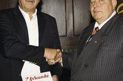 Joachim Markert (links) wurde von LIM Laudenbach zum Ehrenmitglied ernannt.