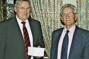 Obermeister Josef Magerl (links) und Innungsgeschäftsführer Hans Graf informierten unter anderem über das Innungsgeschehen im Jahr 2010.